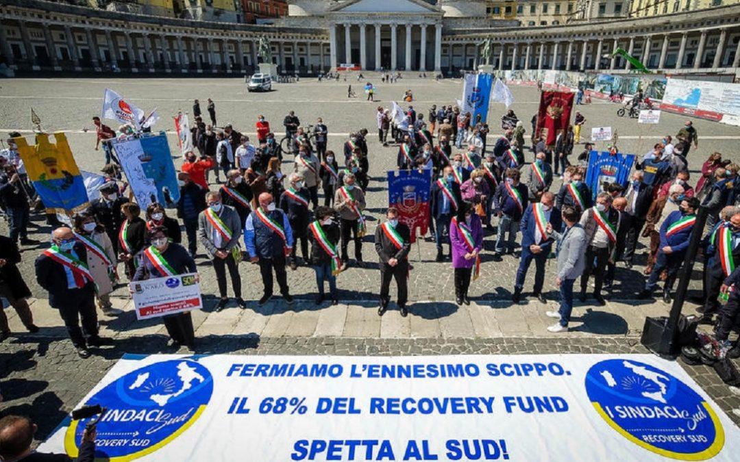Sit-in di sindaci del Sud in Piazza Plebiscito a Napoli