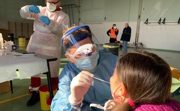 Coronavirus, a Cosenza la prima scuola calabrese ad effettuare screening per tutti