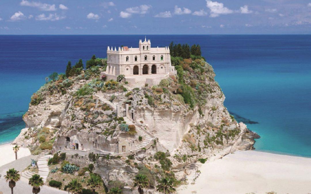 Santa Maria dell'Isola, uno degli scorci più noti di Tropea