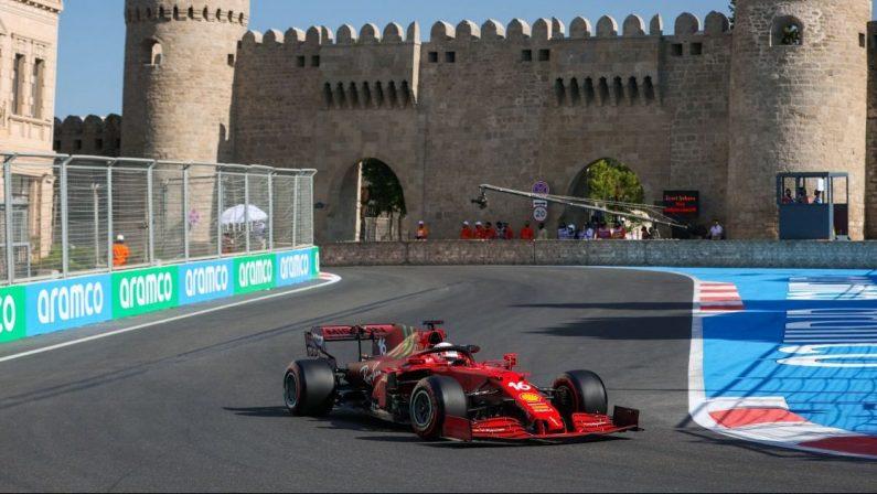 Formula 1, Leclerc vola in pole a Baku, poi Hamilton e Verstappen