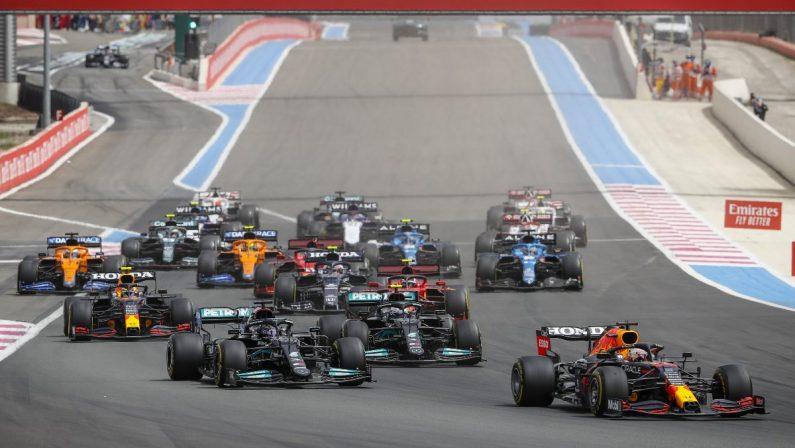 Verstappen vince in Francia davanti a Hamilton, male Ferrari