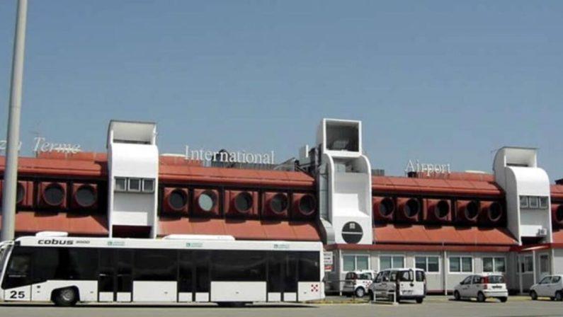 All'aeroporto di Lamezia tamponi a turisti al costo di 50 euro