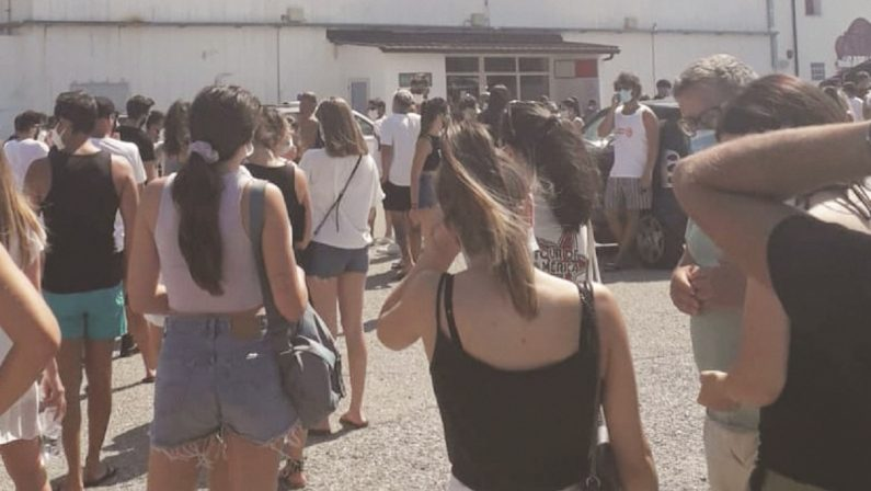 Discoteca covid free, tutti in pista a Catanzaro: quello che c'è da sapere dai controlli al Green pass