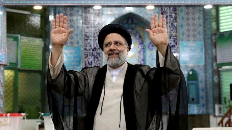 Iran, riformisti spazzati via: sul nucleare c'è uno spiraglio