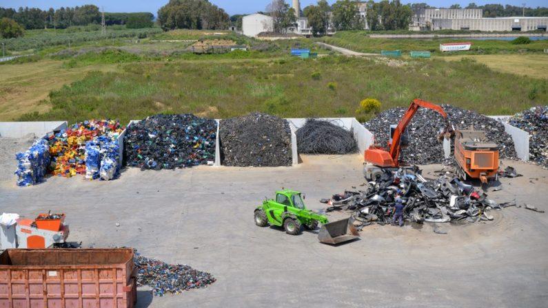 Emergenza rifiuti nel Catanzarese, sospeso il servizio dell'impianto di Lamezia