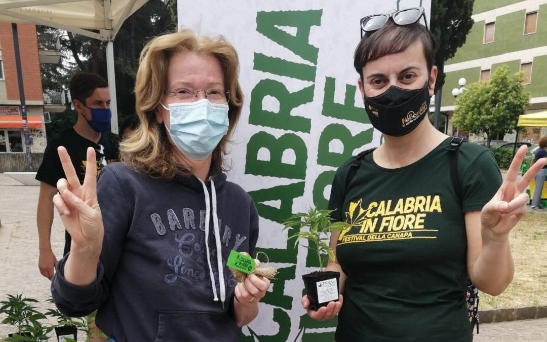 Sandra Savaglio con la presidente di Entropia, Daniela Ielasi