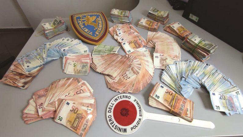 Viaggiava in autostrada con 135mila euro in contanti, la scoperta a Cosenza