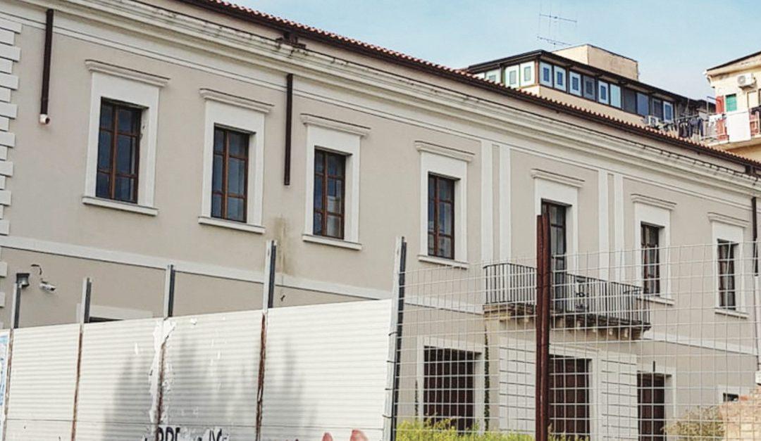 La facciata del teatro di Crotone