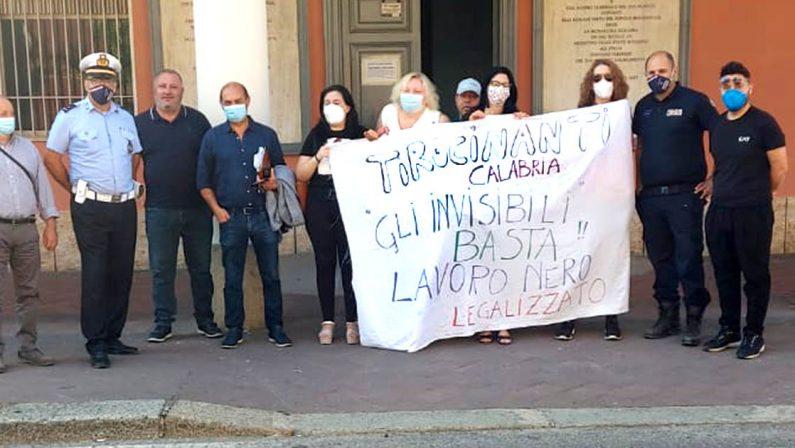 Mileto, protesta dei tirocinanti: striscioni e richieste di attenzione a Regione e Governo
