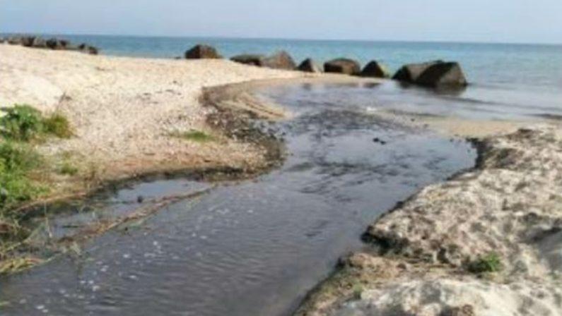 Bivona, il mare insozzato dai liquami: protestano residenti e villeggianti