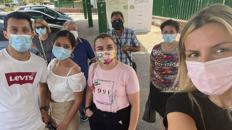 Scalea: per ore sotto il sole in attesa del vaccino, ma l'hub resta chiuso