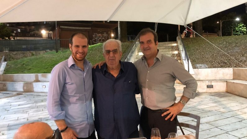 Doppia festa per il sindaco Occhiuto in un ristorante di Cosenza