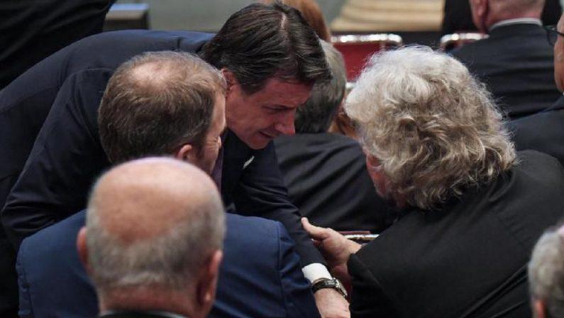 """Arriva il """"Vaffa"""" di Grillo a Conte erispunta la piattaforma Rousseau"""