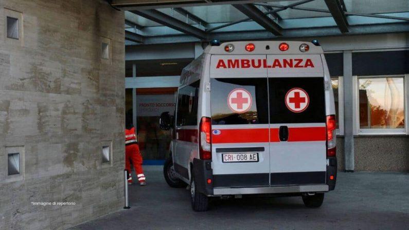 """A Napoli """"sequestra"""" l'ambulanza per soccorrere una parente"""