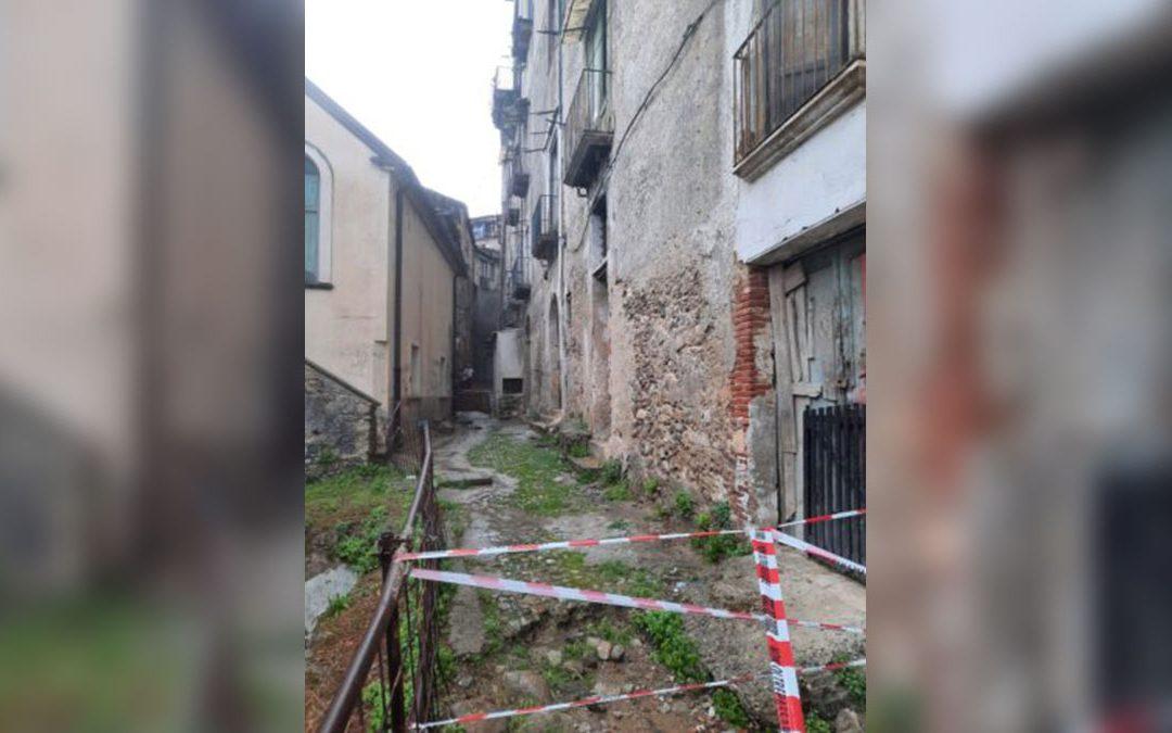 L'ultimo crollo avvenuto nel centro storico di Cosenza lo scorso 12 giugno