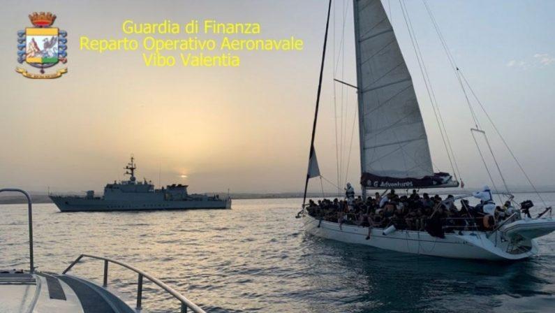 Migranti, due imbarcazioni con 180 persone individuate al largo di Crotone