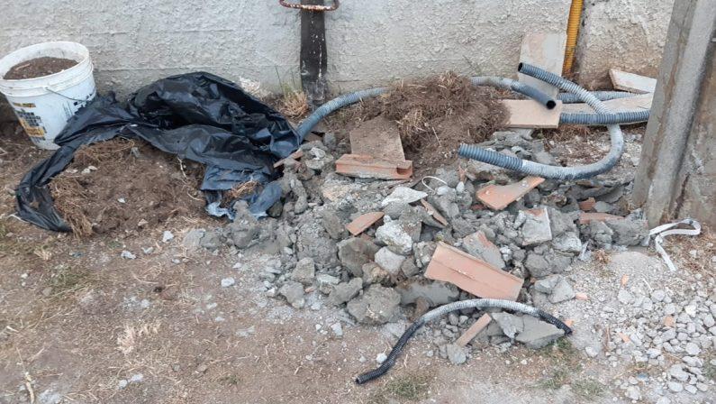 Grave danneggiamento nel Vibonese: distrutta a picconate la base di una cabina elettrica
