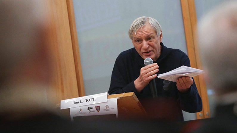 Don Ciotti: «Il vademecum per cambiare lo abbiamo già, è la Costituzione»
