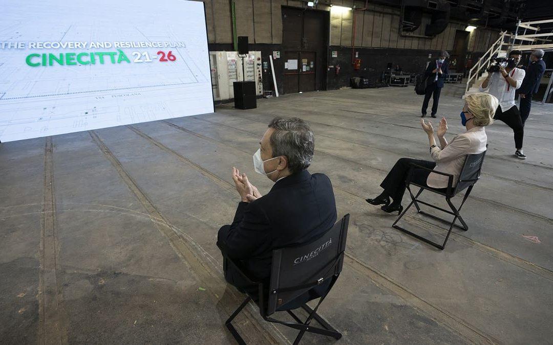 Mario Draghi e Ursula von der Leyen negli Studi di CineCittà