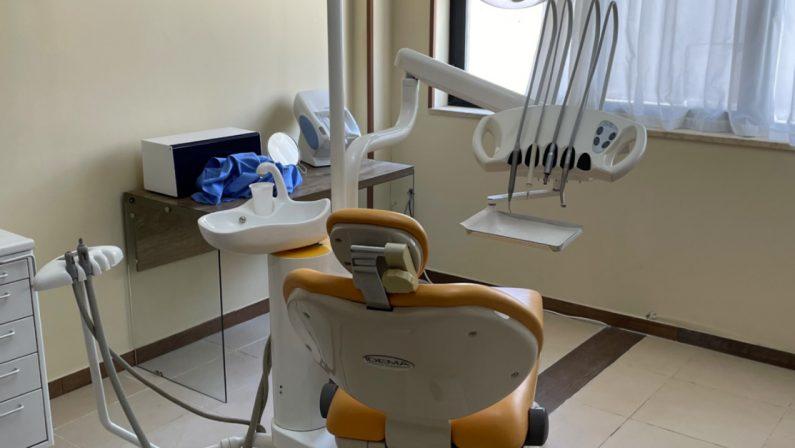 Scoperto un falso dentista a Catanzaro dalla Guardia di Finanza