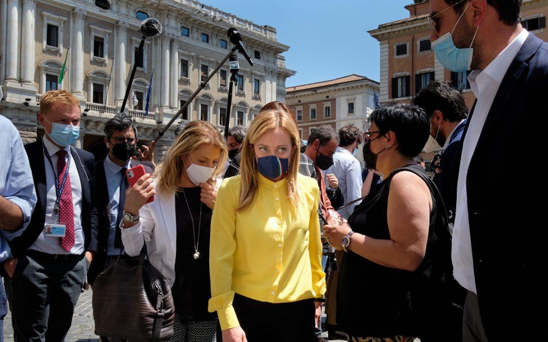 Giorgia Meloni all'arrivo a Palazzo Chigi