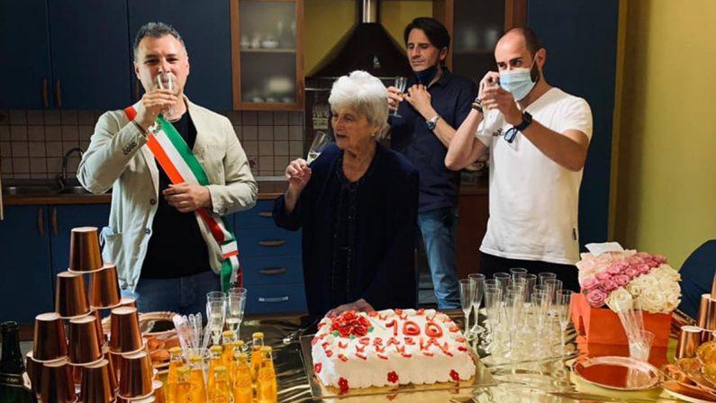Il brindisi centenario di nonna Grazia: è festa nel Vibonese