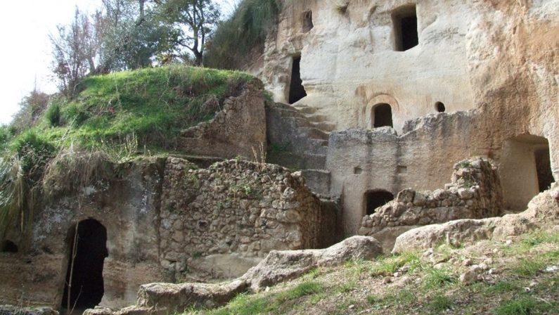 Dopo otto mesi riapre alle visite l'insediamento rupestre delle Grotte di Zungri