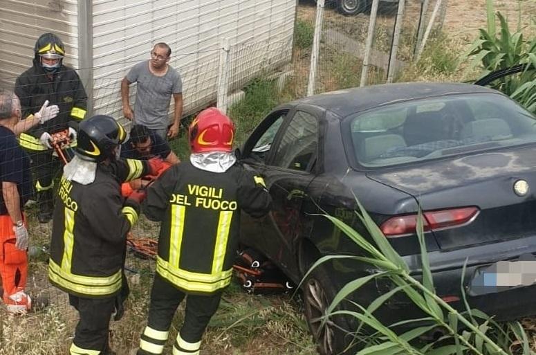 Travolto dalla sua auto in sosta, morto un uomo a Crotone