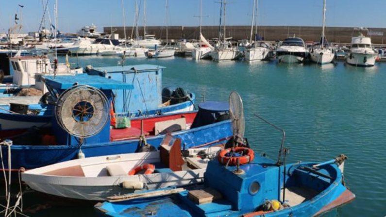 Crotone, pescatori in sciopero per il mancato riconoscimento delle royalty