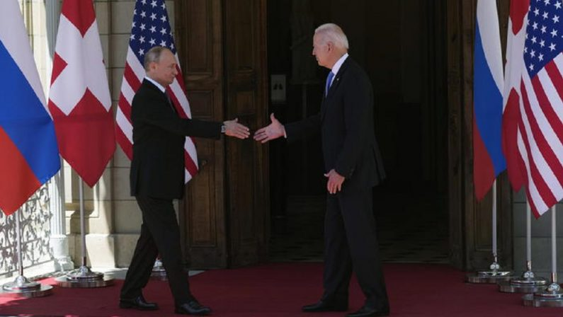 Tra Biden e Putin l'accordo c'è: siamo inconciliabili. Scatta la confortevole Guerra fredda che tutti volevano