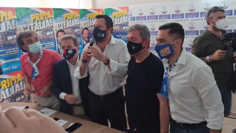 Salvini all'attacco di de Magistris: «Sindaco fallito, vuol spiegare ai calabresi come stare al mondo»