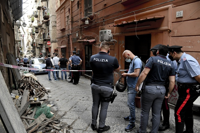 Due muratori feriti a colpi d'arma da fuoco in un cantiere edile di Napoli