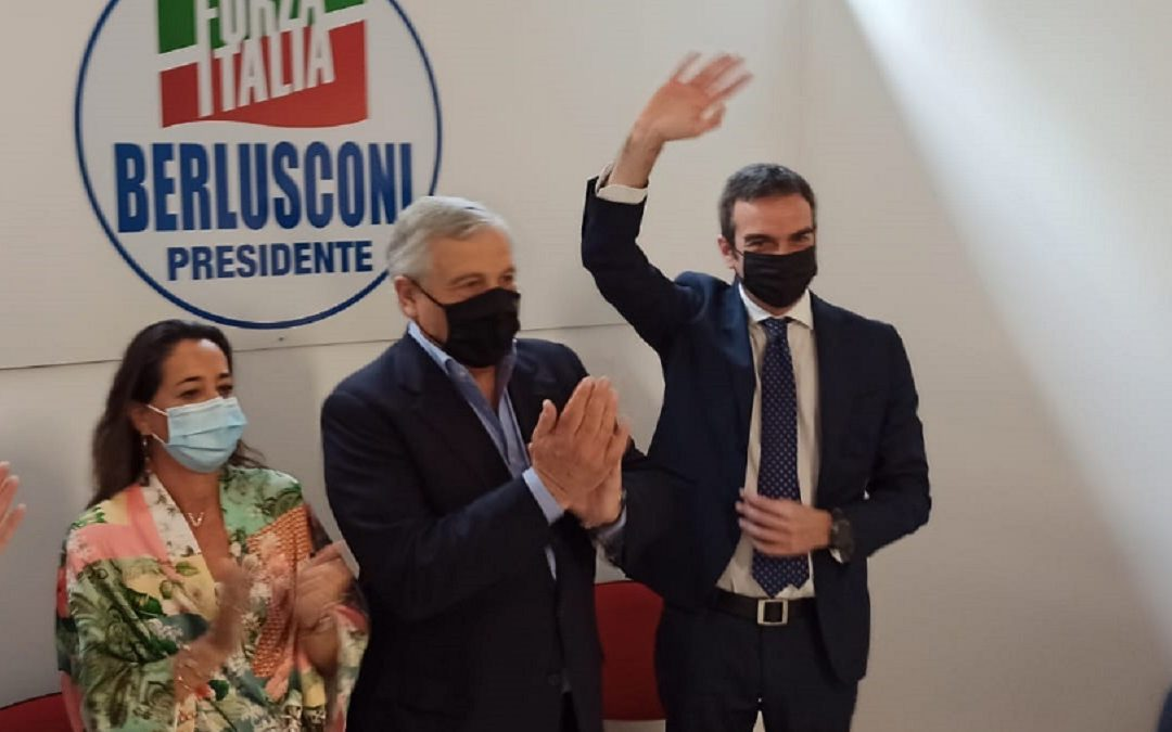Licia Ronzulli, Antonio Tajani e Roberto Occhiuto durante un'iniziativa di Forza Italia a Vibo Valentia