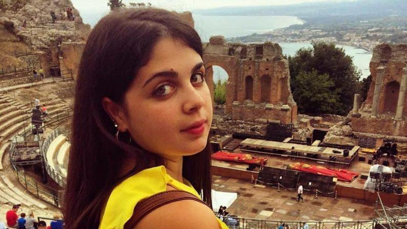 """La vibonese Valentina Arena trionfa al Taormina book Festival con """"L'umano"""""""