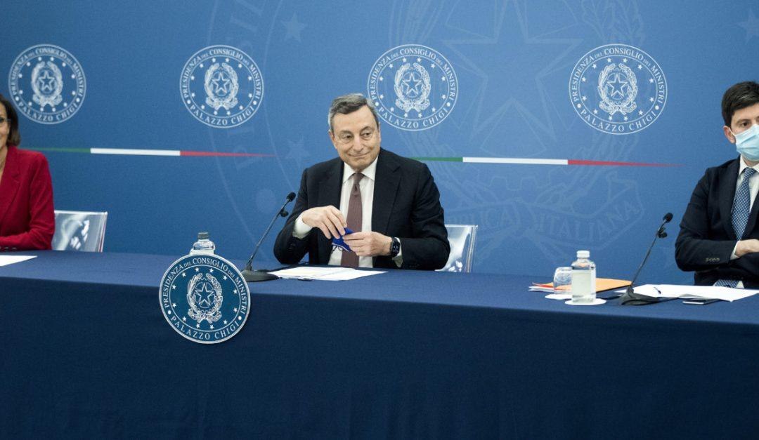 Mario Draghi con i ministri Cartabia e Speranza