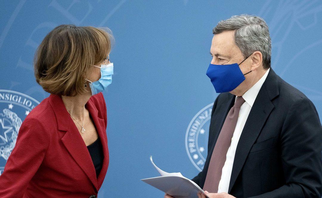 Il presidente del Consiglio Mario Draghi e il ministro Marta Cartabia in conferenza stampa