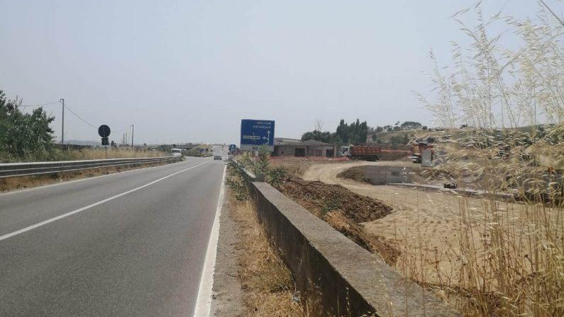 Crotone, incidente stradale sulla Statale 106: ferito un operaio