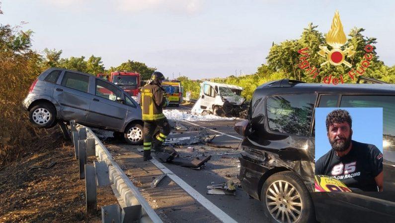 Scontro tra auto e furgone sulla statale 18 nel Cosentino, un morto di Praia a Mare