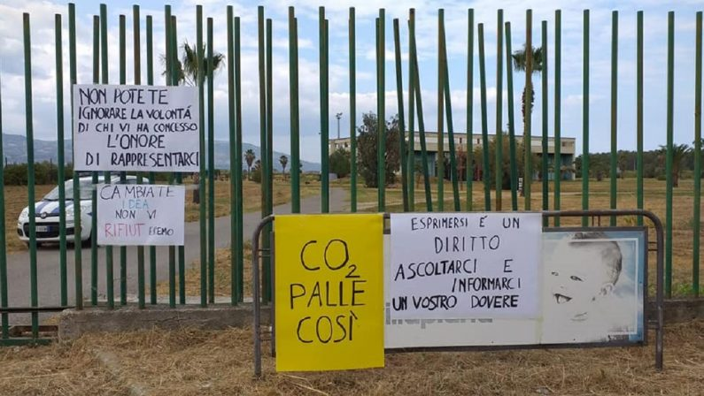 Ecodistretto a Villapiana, vibranti proteste contro il sindaco e l'assessore De Caprio