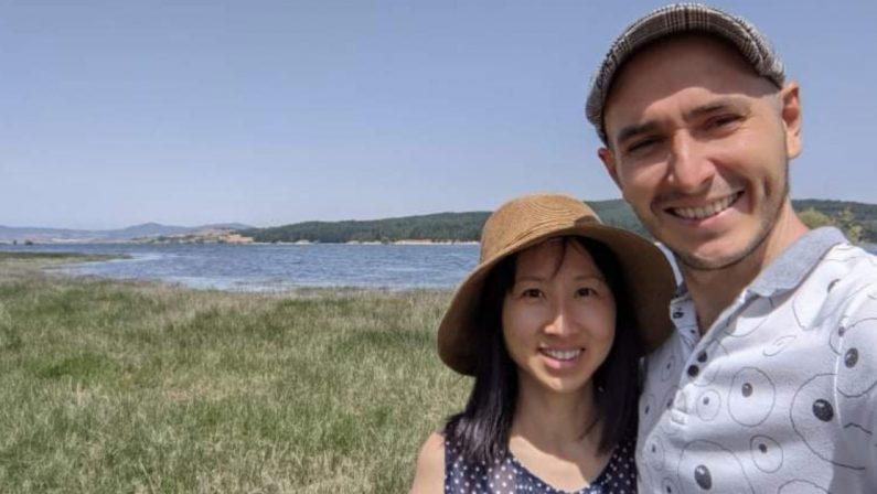 Lasciano Singapore e decidono di vivere in Sila, la storia di Luke e Denise