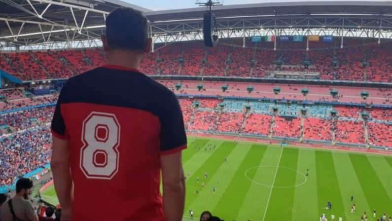 Con la maglia di Bergamini a Wembley per Italia-Spagna: la nuova emigrazione