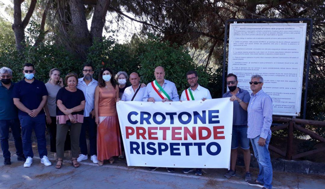 La protesta delle scorse settimane del sindaco Voce e della sua Giunta davanti alla discarica della Sovreco