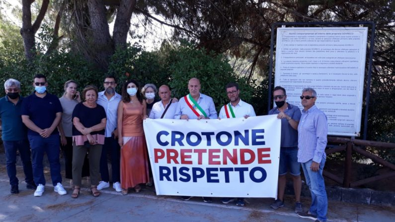 Rifiuti a Crotone, il sindaco presidia la discarica: «Questa città non è la pattumiera della Calabria»