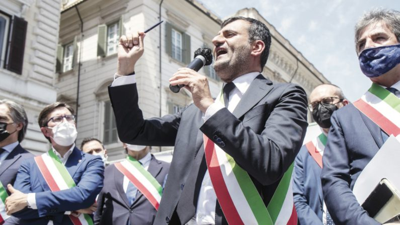 La protesta dei sindaci a Roma, troppe responsabilità e poche tutele: «Basta col tiro al bersaglio»