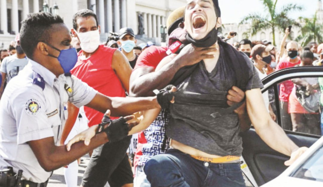 Le proteste a Cuba contro la dittatura erede del castrismo