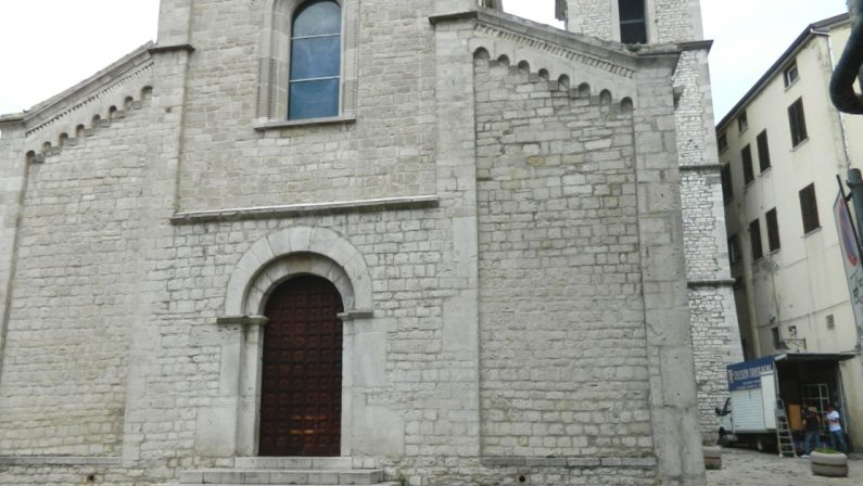 Coppia scoperta a fare sesso sulla scalinata della Chiesa di San Michele a Potenza