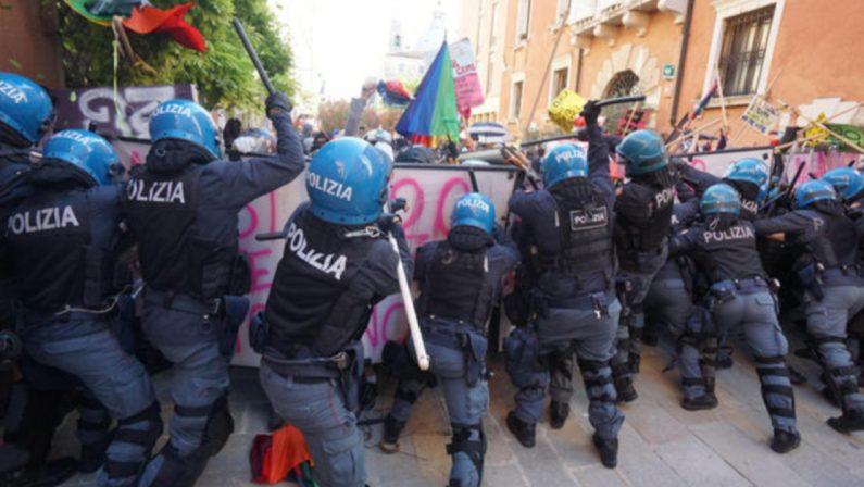 Scontri a Venezia durante il G20 della Finanza, cariche della polizia
