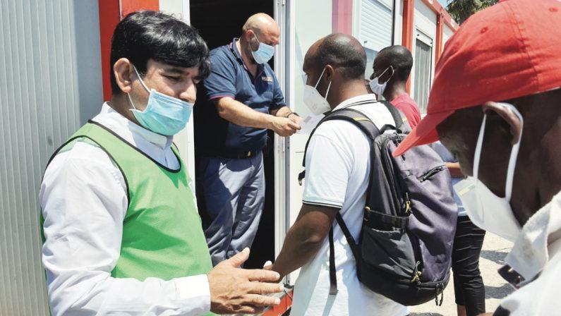 Covid, partita la campagna vaccinale nella tendopoli di San Ferdinando