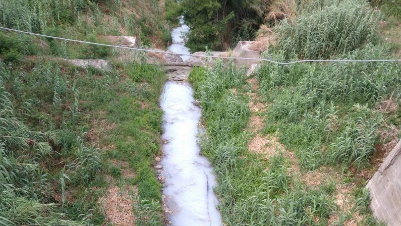 Guardia Piemontese, con gli stabilimenti chiusi le acque termali finiscono nel fiume Bagni