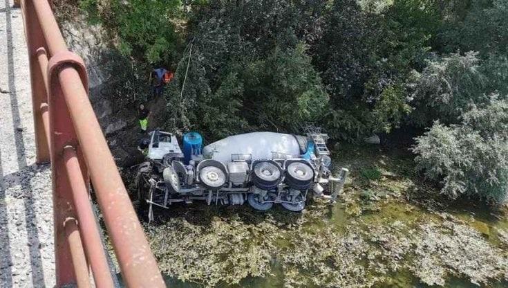 Incidente sul lavoro in Piemonte, morto autista del Cosentino: si è ribaltato con la betoniera